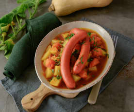 Kürbis-Erdäpfel-Gulasch mit Würstel