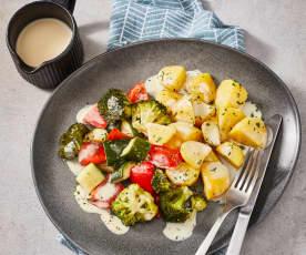 Ziemniaki z warzywami i sosem serowym