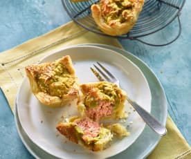 Muffiny z listového těsta s lososem a avokádem