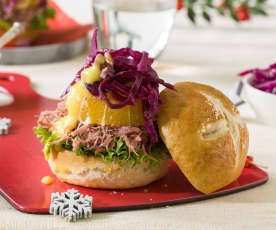 Hamburguesa de confit de pato y lombarda con salsa de naranja