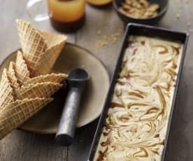 Smetanová zmrzlina se slaným karamelem