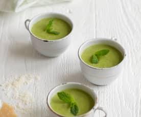 Zupa cukiniowa z bazylią i orzechami nerkowca