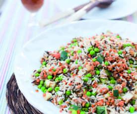 Salát z divoké rýže s tuňákem