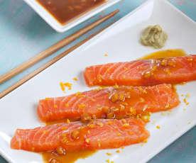Salmón marinado al jengibre con salsa de cítricos y wasabi