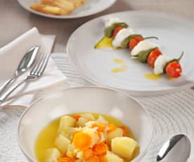 Menú: Sopa de patata y zanahoria, brochetas de rape y manzanas al vapor