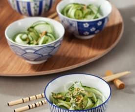 Ensalada japonesa de pepino con aliño aromático de hierbas