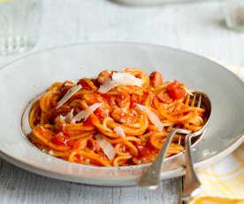 Spaghetti an Tomaten-Speck-Sauce