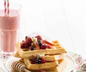 Waffles com mel e frutos secos