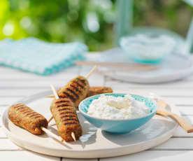 Cevapcici-Spieße aus Lammfleisch mit Fetadip