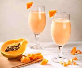 Smoothie allo yogurt e papaya