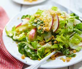 Listový salát s jablky a čedarem