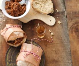 Sanduíche de porco com molho barbecue