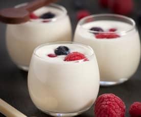 Mousse de chocolate branco e frutos vermelhos