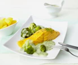Lachs mit Kartoffeln, Brokkoli und Dillsauce
