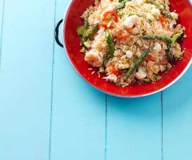 Salada de arroz com camarão e legumes