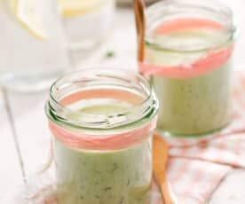 Chłodnik ogórkowy z jogurtem naturalnym i awokado
