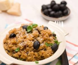 Sałatka z quinoa z chrupiącymi warzywami