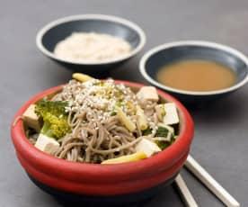 Makaron gryczany soba z warzywami i tofu
