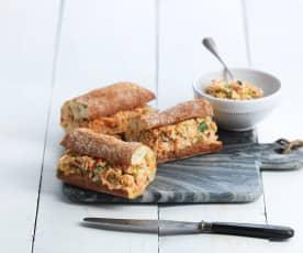 Zalm- en koolslavulling voor broodjes