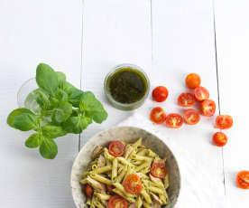 Salada de massa com atum e vinagrete de manjericão