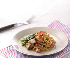 Noodles con agnello e verdure