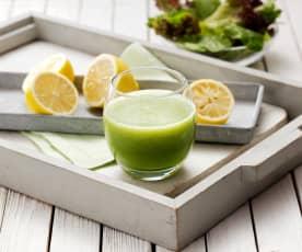 Succo alla pera, cetrioli e insalata verde