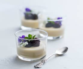 Tahini cream with blackberries (Raymond Capaldi)