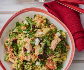 Ensalada de salmón, quinoa, queso feta y verduras