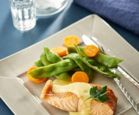 Zalm met mangosaus, platte sperziebonen en wortelen