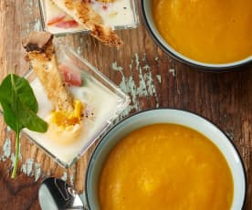 Zupa warzywna i jajka w kokilkach ze szpinakiem