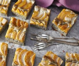 Mohn-Buttermilch-Kuchen mit Pfirsichen