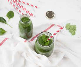 Smoothie agli spinaci ed erba di grano