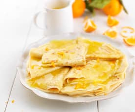 Crepes de farinha de milho com molho de laranja