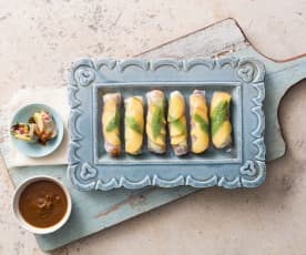 Rice paper rolls with sweet and sour chilli sauce