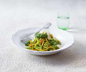 'Spaghetti' with spinach and mint pesto