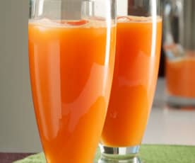Zumo de piña, zanahoria y frambuesas
