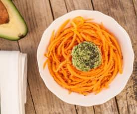 Spaghetti di carote con pesto di avocado raw