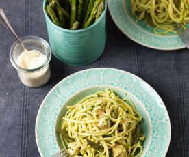 Spaghetti z kurczakiem i szparagami