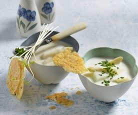 Velouté d'asperges et tuiles de fromage