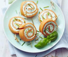 Rajčatové rolky plněné čerstvým sýrem a bazalkou
