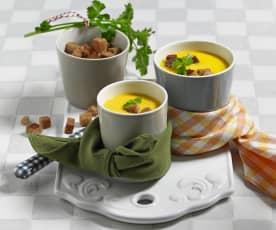 Pastinaken-Karottensuppe mit Schwarzbrot Croûtons