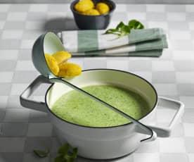 Vogerlsalatsuppe mit Topfennockerl