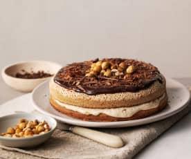 Haselnuss-Baiser-Torte mit Bananen-Karamell-Füllung