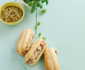 Sanduíches de carne fria e cebolada
