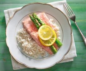 Salmone, asparagi e riso al Varoma