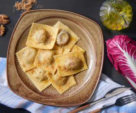 Ravioli al radicchio rosso e noci (vegan)