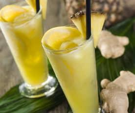 Energetický džus s tropickým ovocem a zázvorem