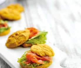 Focacce di patata americana con trota affumicata