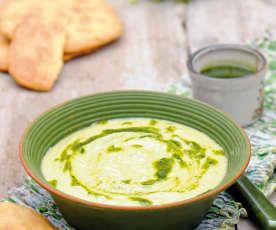 Zupa z kopru włoskiego z oliwą pietruszkową i podpłomykami