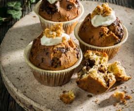 Muffiny s medovým topingem a oříškovým griliášem